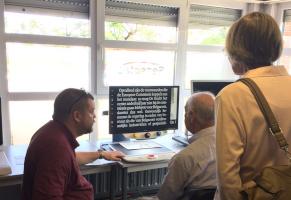 Consulent Filip geeft uitleg op de demodag in Hoevenen
